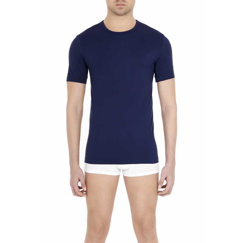 Безшевна мъжка тениска