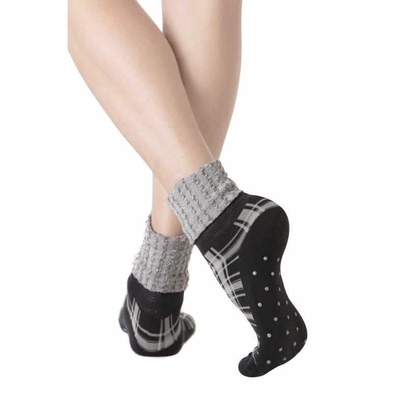Къси чорапи с гумени стоперчета