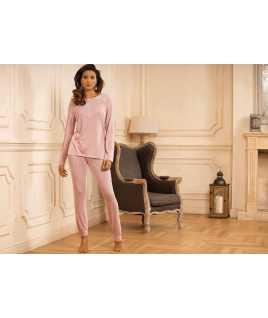 Елегантна дамска пижама с дълъг ръкав