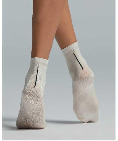 Къси дамски чорапи с акцент камъче